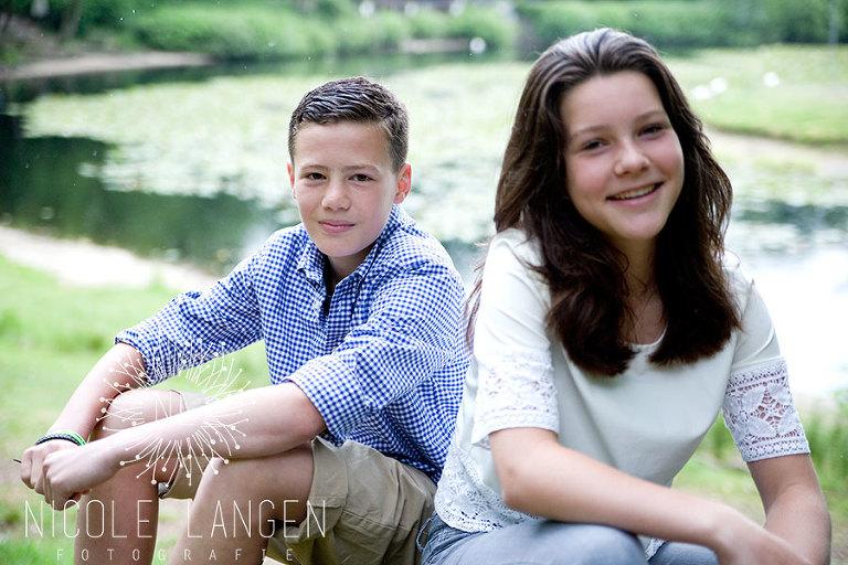 broer en zus shoot bij vijver Rust Wat