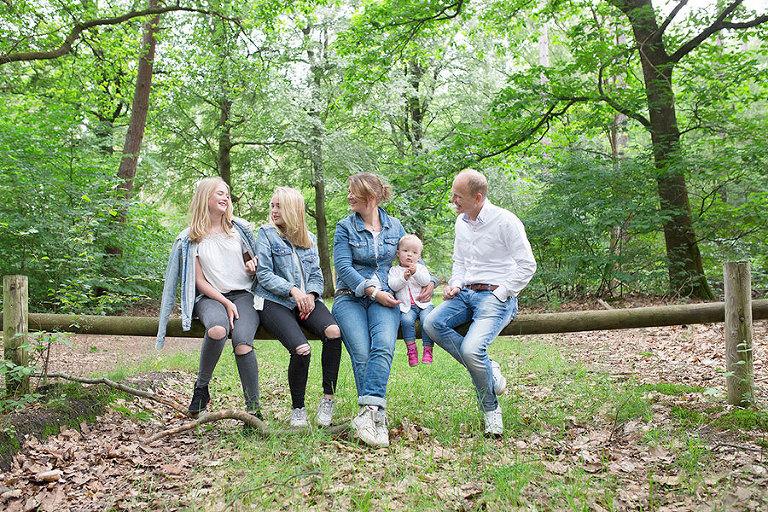 familie-fotoshoot-lage-vuursche-bossen-Nicole-Langen-Fotografie-15.jpg