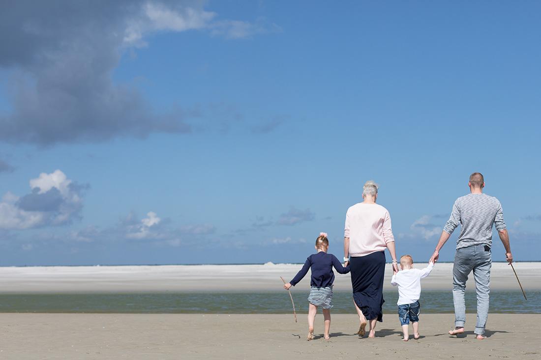 fotoshoot-familieshoot-schiermonnikoog-strand-nicole-langen-fotografie