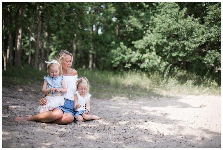 gezinsfotografie-kennemerduinen-mama-met-dochters