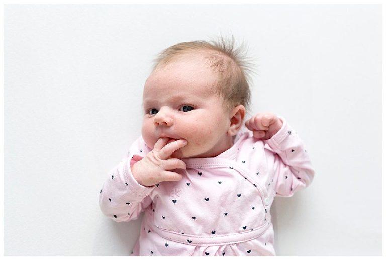 newbornshoot-zoë-nicolelangenfotografie-baby-duimpje