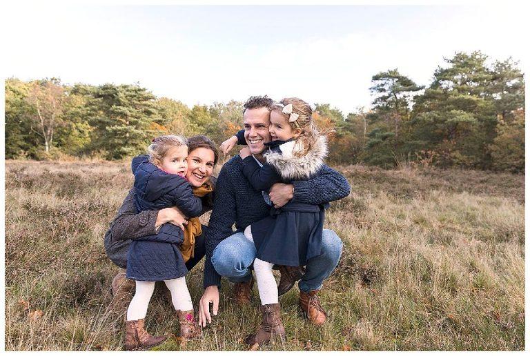 nicolelangenfotografie-samen-knuffelen-gezinsshoot-bussum