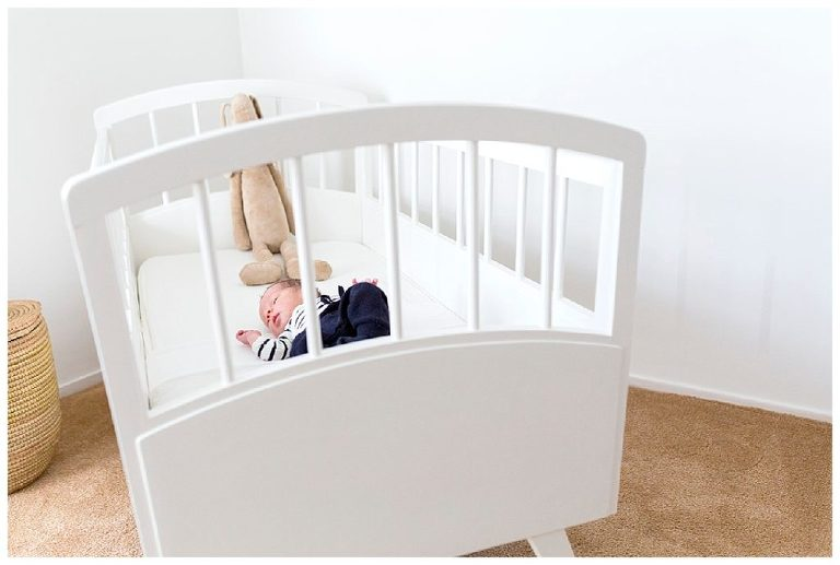 baby in wiegje lifestyle fotografie ankeveen
