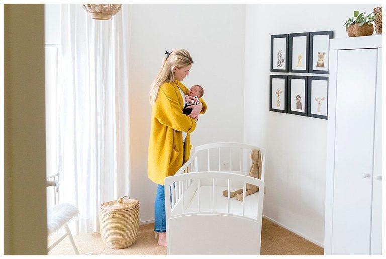 newborn-james-in-zijn-kamer-nicolelangen fotografie