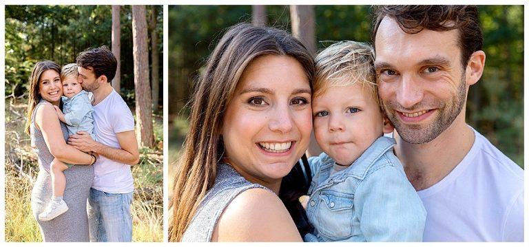 samen knuffelen tijdens de zwangerschapsshoot bossen bij bilthoven