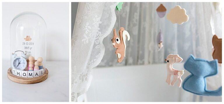 Stolp met de naam van de baby erin en een foto van een wiegje